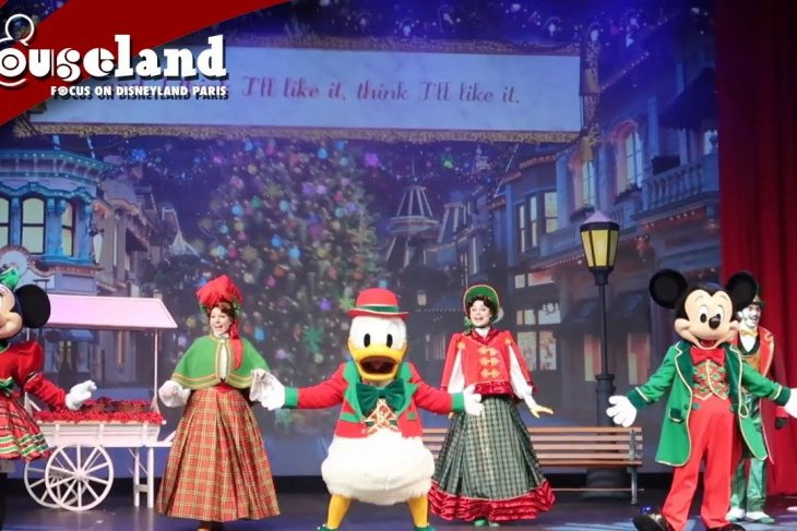 🎬 VIDEO: De volledige show Let's Sing Christmas in het Videopolis theater in het Disneyland Park.